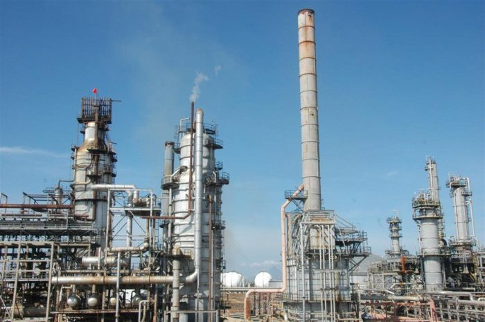 Por esta razón las refinerías de PDVSA trabajan a menos de la mitad de su capacidad