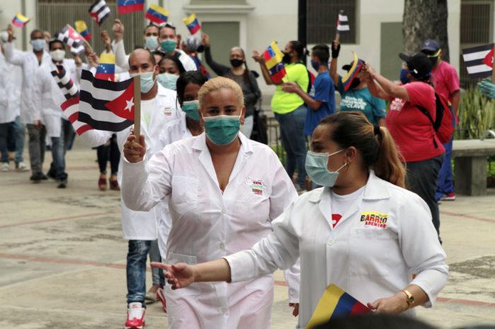 Desertora médica cubana describe cómo fue obligada a hacer campaña electoral por Hugo Chávez en Venezuela