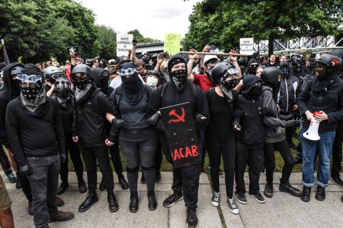 Vinculan al director de estrategia y seguridad de Dominion a organización terrorista Antifa