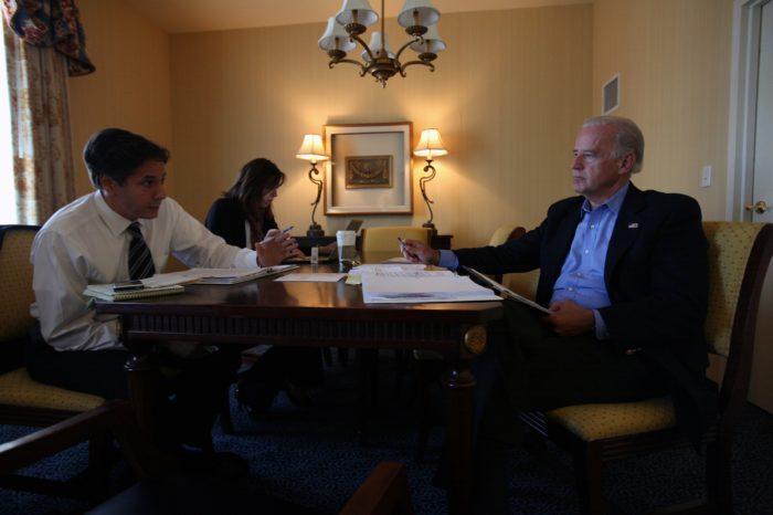 """Biden apuesta por un viejo asesor """"centrista en política exterior"""" como su secretario de Estado"""