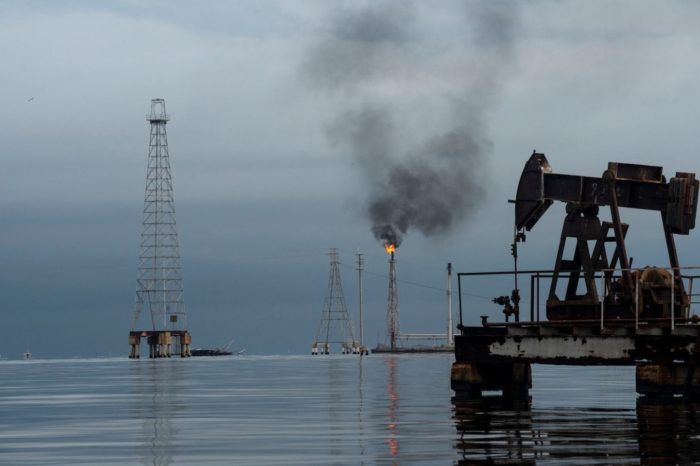 Casi sin exportaciones, PDVSA dependería más de la venta de gasolina en dólares