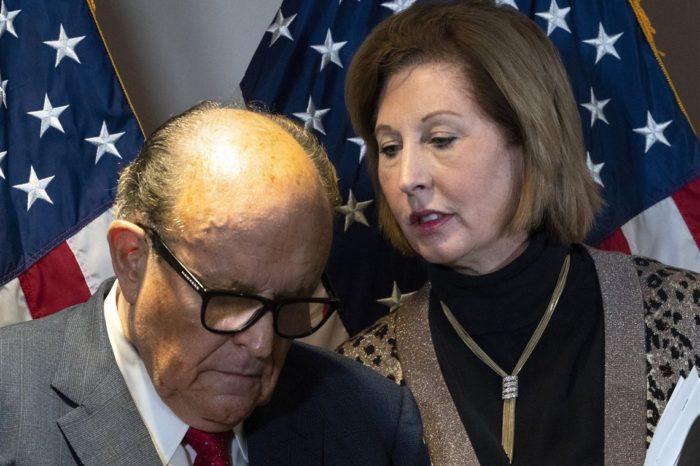 Sidney Powell confirma salida del equipo legal de Trump y promete continuar lucha contra el fraude