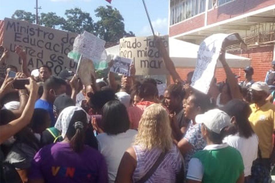 la crisis migratoria chavista protesta en guiria - primer informe