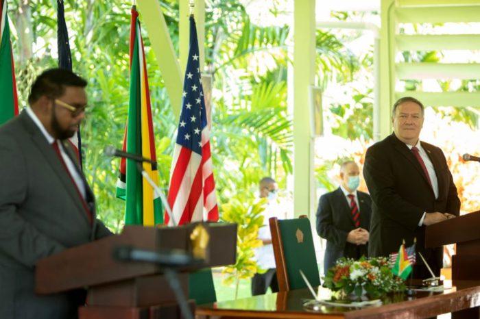 El presidente de Guyana frena a Maduro y endurece posición sobre el Esequibo con apoyo de EEUU