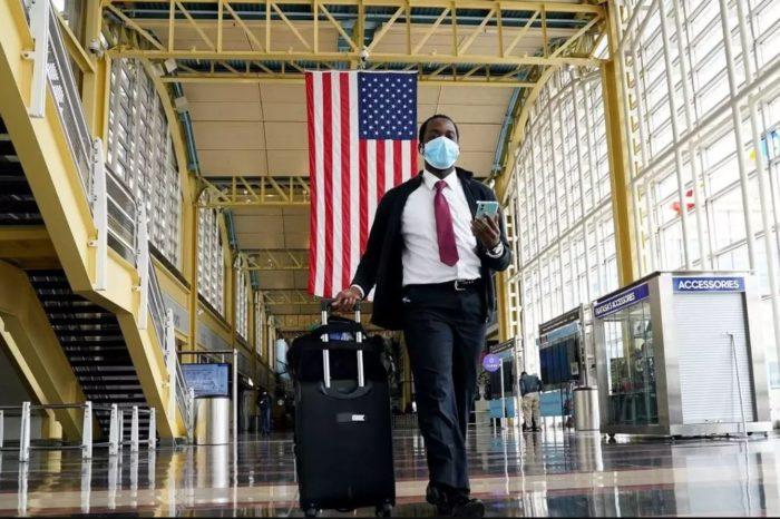 Aeropuertos de EEUU solicitarán pruebas negativas de Covid-19 a viajeros