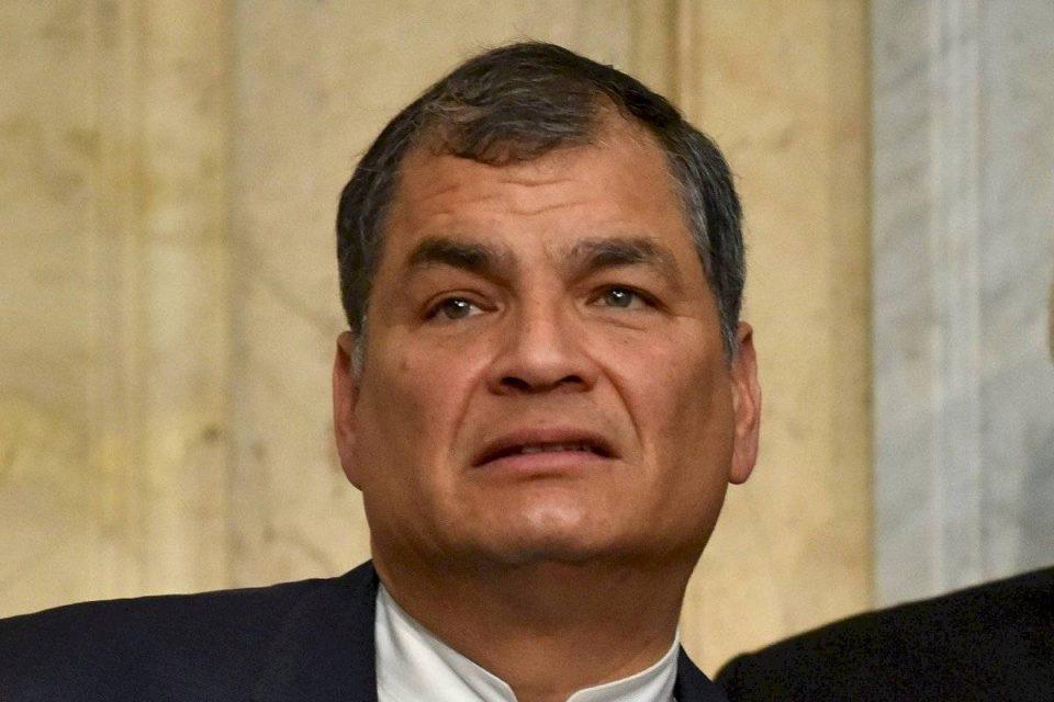 Con una circular roja de Interpol Ecuador intenta capturar a Rafael Correa