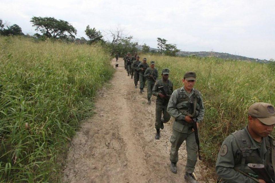 eln Y LOS MILITARES CHAVISTAS