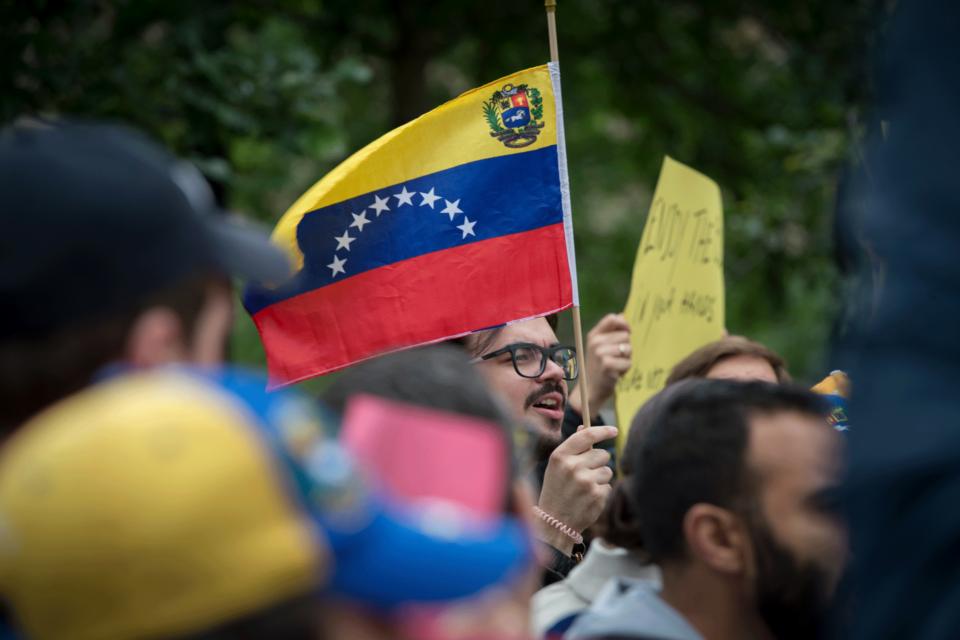 suavizar las sanciones a Maduro - Primer Informe