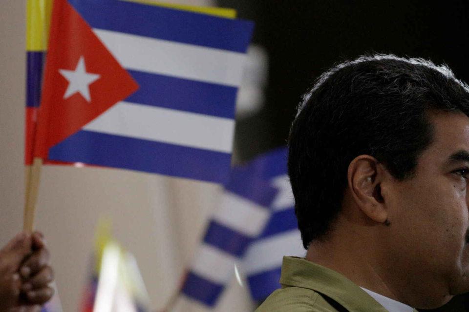 Maduro le da prioridad a los cubanos en la vacunación contra la COVID-19