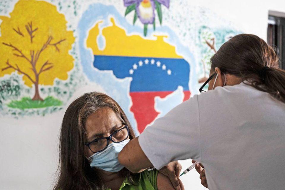 aumentan-presion-a-maduro-para-iniciar-plan-de-vacunacion-en-venezuela_primer informe