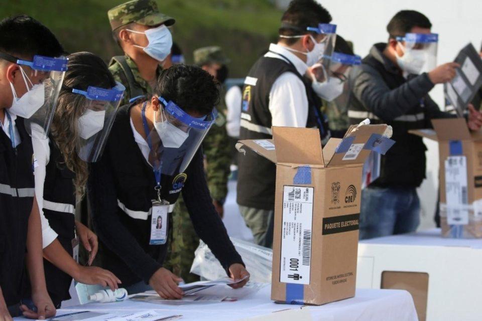 maduro-movilizo-a-ecuatorianos-en-venezuela-para-votar-por-el-delfin-de-rafael-correa - primer informe