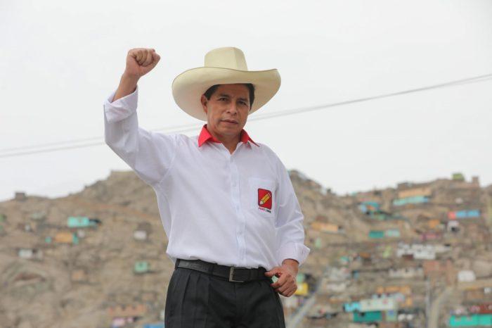Una jornada sorpresiva acerca a un ultraizquierdista a la presidencia de Perú