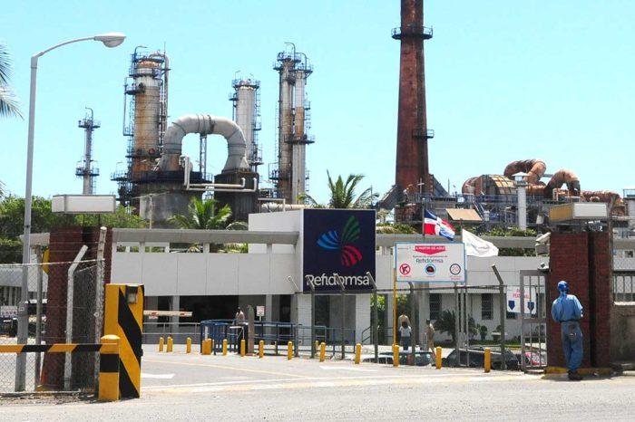 Entregar refinerías para pagar deudas es la solución final de Nicolás Maduro