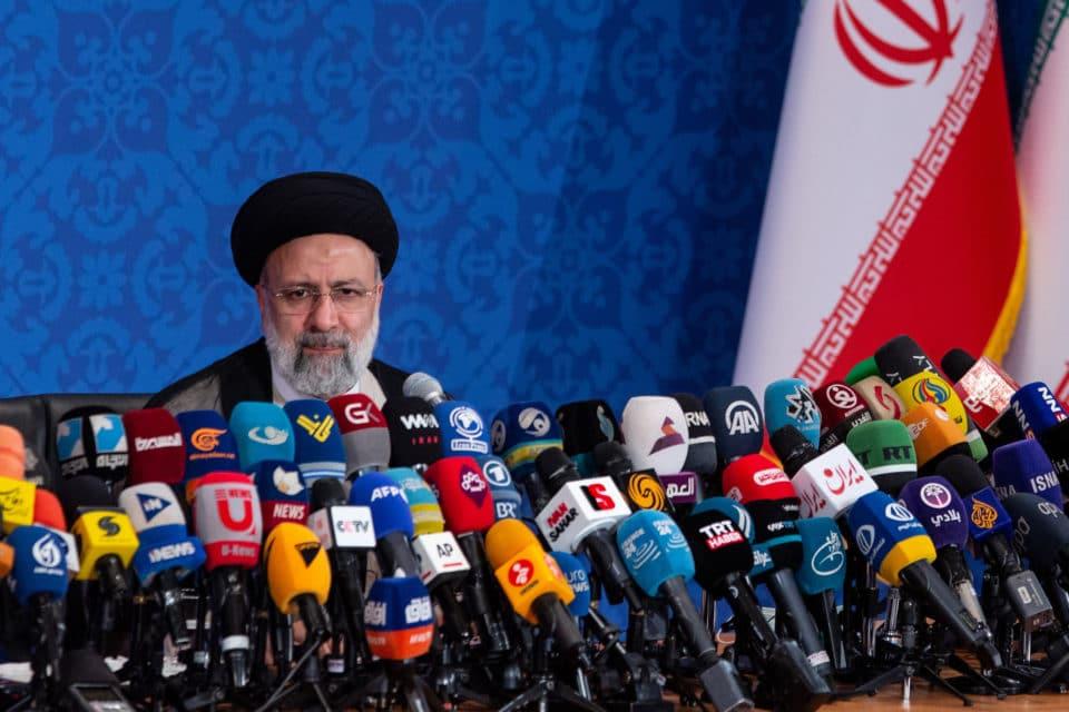 el-nuevo-presidente-irani-rechaza-negociar-su-plan-nuclear
