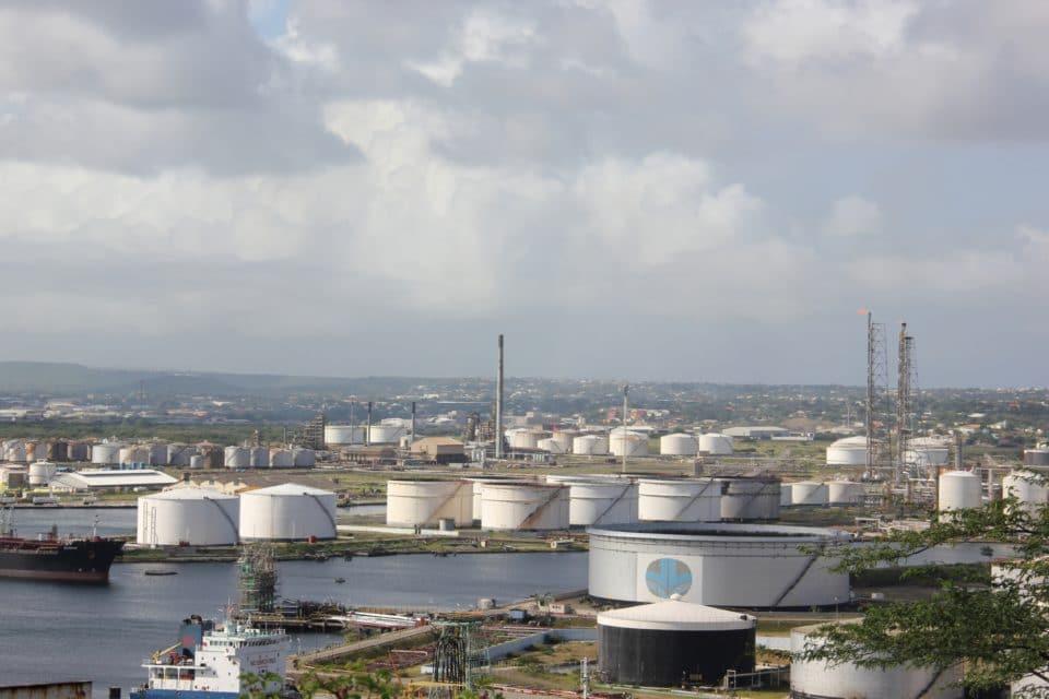 Curazao intenta deslastrarse de PDVSA y reactivar su industria petrolera
