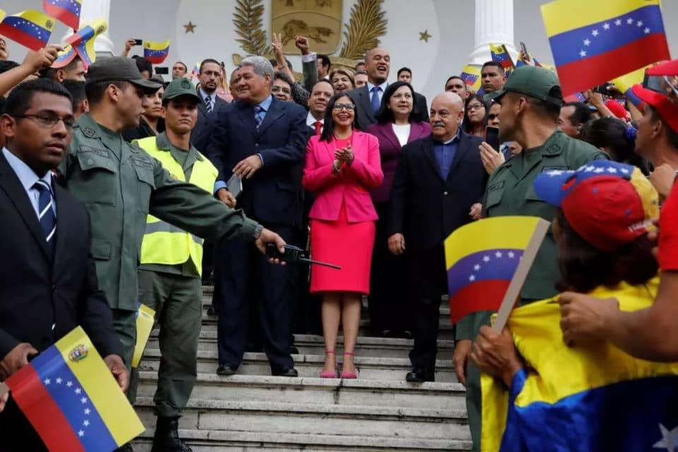 el-tuit-con-el-que-la-revolucion-confirma-la-mil-millonaria-corrupcion-de-los-funcionarios-chavistas-en-venezuela
