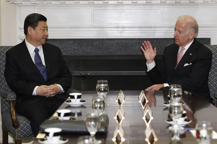 Con una llamada telefónica Biden y Xi Jinping quieren evitar una guerra