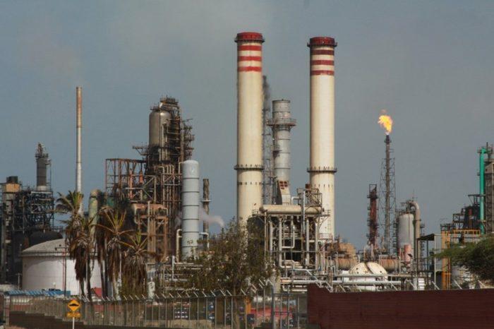 Refinería de PDVSA reinicia la producción de gasolina